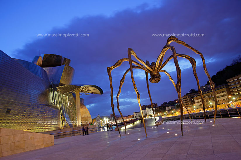 Spain, Bilbao, Maman sculpture at Guggenheim Museum