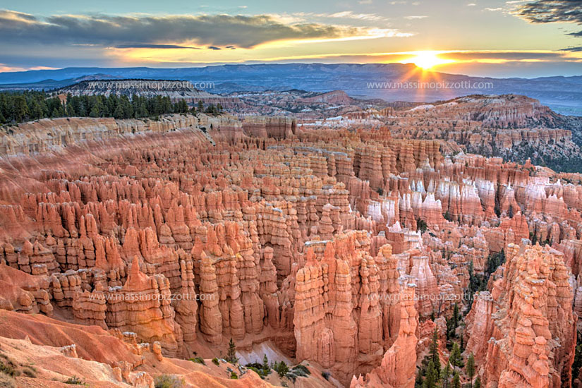 USA, Utah, Bryce Canyon at sunrise