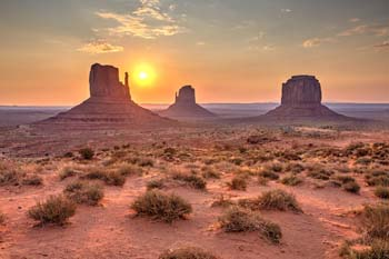 <b>USA, Arizona</b>, Monument Valley at sunrise