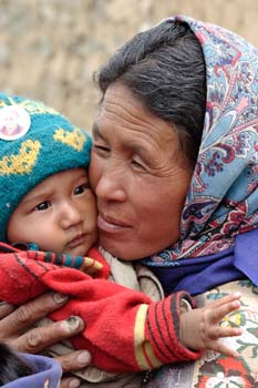 <b>India, Leh</b>, Mother with child