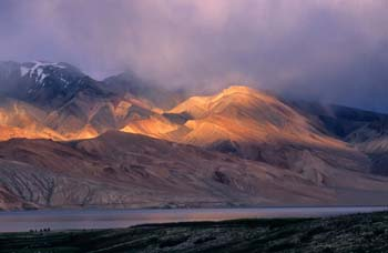 <b>India, Tso Moriri</b>, Sunset over Tso Moriri lake