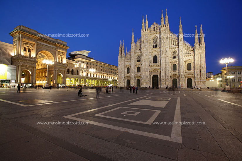 Italy, Milan, Piazza Duomo at night