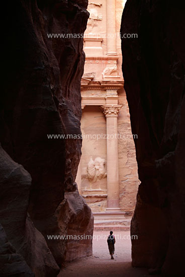 Jordan, Petra, The Treasury seen from the narrow Siq
